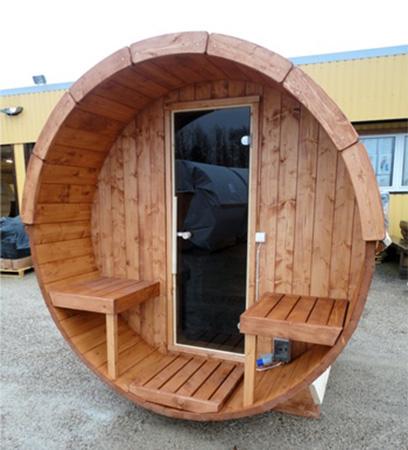 Unsere Mini-Sauna steht auf einem asphaltierten Platz.