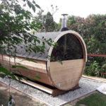 Die Rückseite von unserem Saunafass Premium 400 kurz nach dem es aufgebaut wurde.